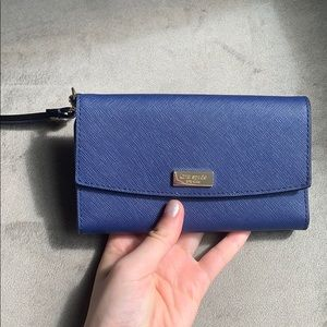 Kate Spade wristlet with phone pocket in navy blue